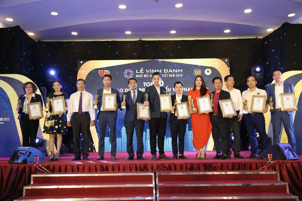 Bà Lê Thu Hà, Tổng giám đốc Công ty TNHH Phát triển Đầu tư Hà Nội – THM Land nhận giải thưởng Top 10 sàn giao dịch bất động sản tiêu biểu Miền Bắc 2019