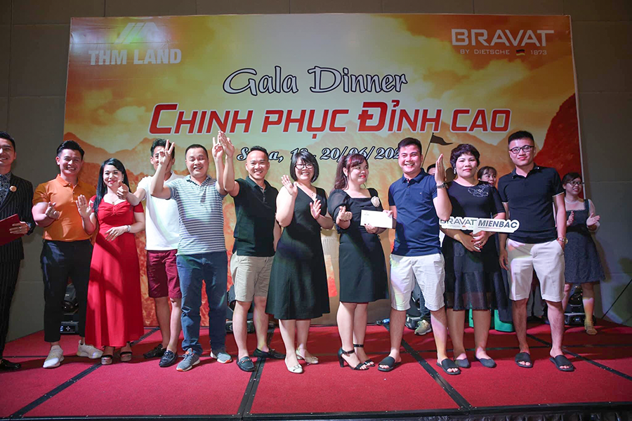 THM Land  trao tặng giải thưởng cho cá nhân chiến thắng Teambuilding