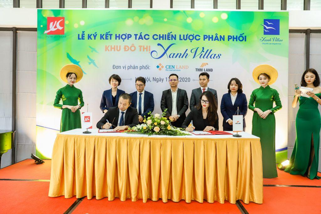 Bà Lê Thu Hà - Tổng Giám đốc Sàn giao dịch BĐS THM Land thực hiện ký kết hợp tác chiến lược phân phối dự án khu đô thị Xanh Villas