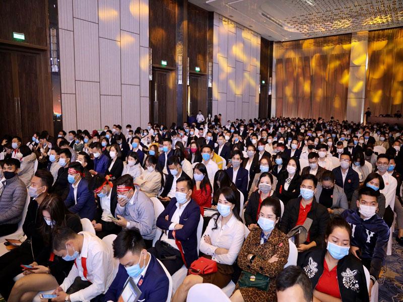 Sự kiện kick off À la Carte HaLong Bay đã quy tụ hơn 1000 chiến binh thiện chiến