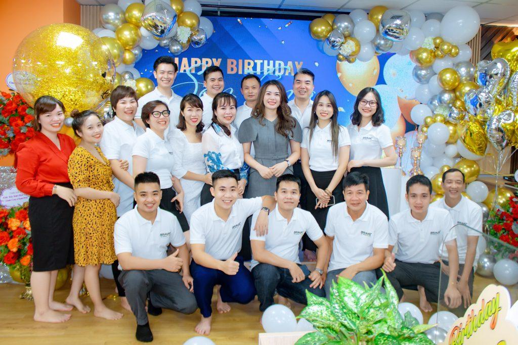 Tập thể Barvat Miền Bắc lưu giữ lại những khoảnh khắc vui tươi nhân ngày sinh nhật Sếp Hà